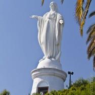 Jungfrau Maria wacht über die Stadt
