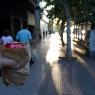 una lata de cerveza por favor... Alkohol darf auf öffentlichen Straßen nicht konsumiert werden